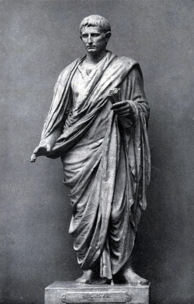 267. Статуя Августа в тоге. Мрамор.